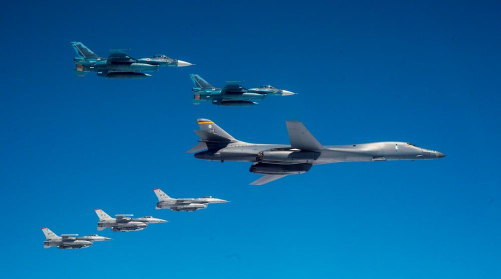 航空自衛隊とアメリカ空軍B-1B 日本周辺で共同訓練を実施