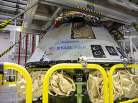 ケネディ宇宙センターで試験後のデータ解析に供されるボーイングCST-100スターライナー(Image:NASA)