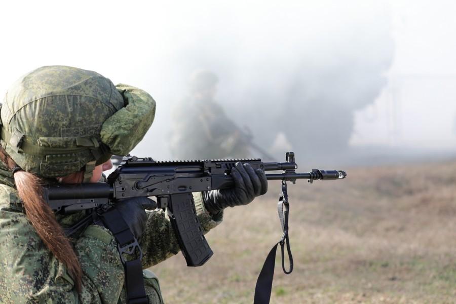 ロシア軍の新型アサルトライフルAK-12 部隊配備が進む