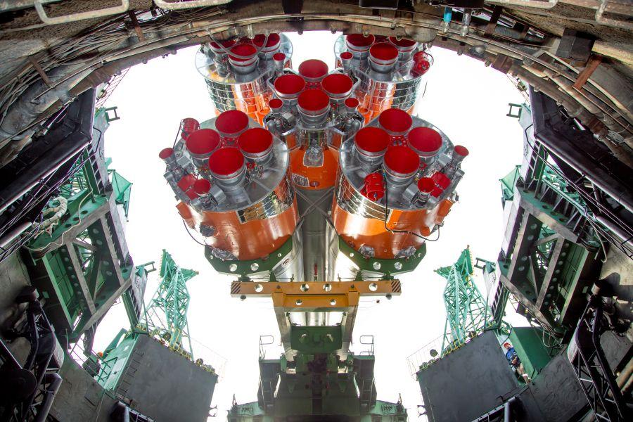 ソユーズMS-16 4月9日の打ち上げに向けバイコヌール宇宙基地でロールアウト