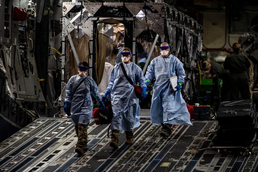 アメリカ空軍 アフガニスタンのCOVID-19患者を移動隔離システムでドイツへ