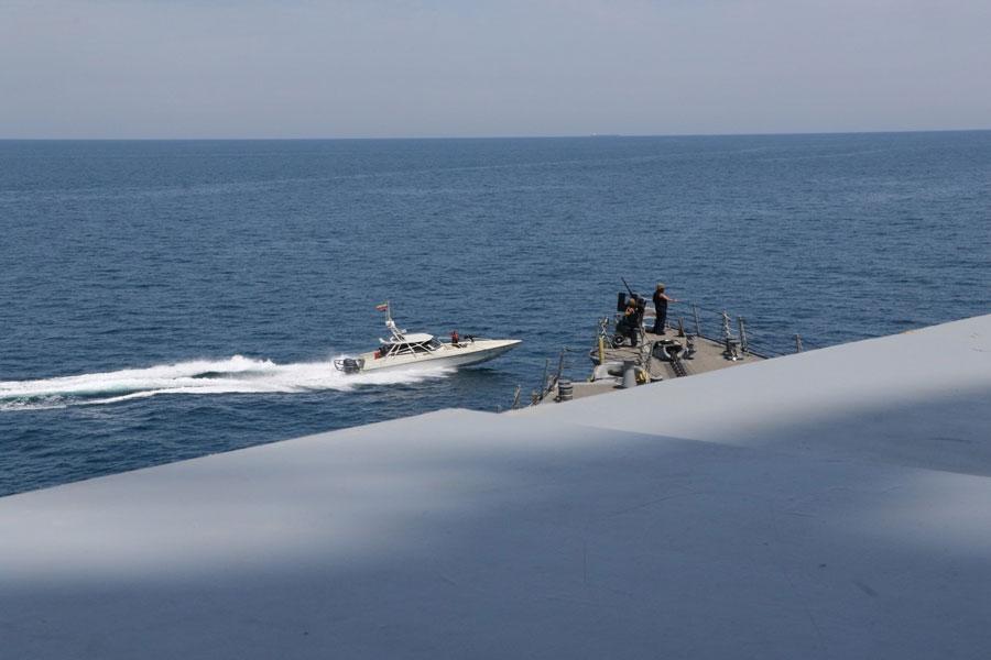 イラン革命防衛隊 アメリカ艦船に異常接近