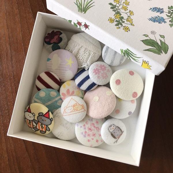 赤ちゃん時代の衣類をくるみボタンに 見るたびに思い出がよみがえると共感