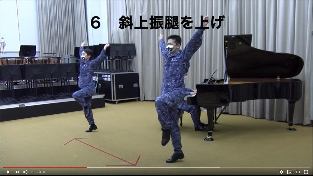 限られた空間用に工夫された「海自体操」 海上自衛隊が大湊音楽隊の動画を公開