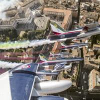 イタリア空軍曲技飛行チーム 新型コロナウイルス禍から復活す…