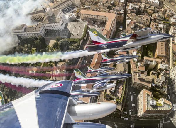 イタリア空軍曲技飛行チーム 新型コロナウイルス禍から復活するイタリア応援ツアー開始