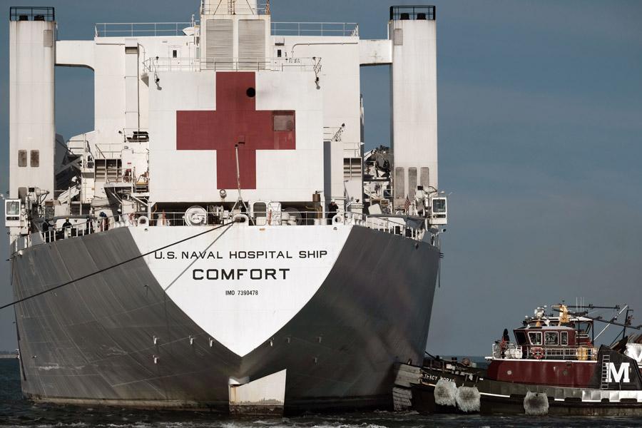 アメリカ海軍病院船コンフォート ニューヨークでの任務を終え帰還