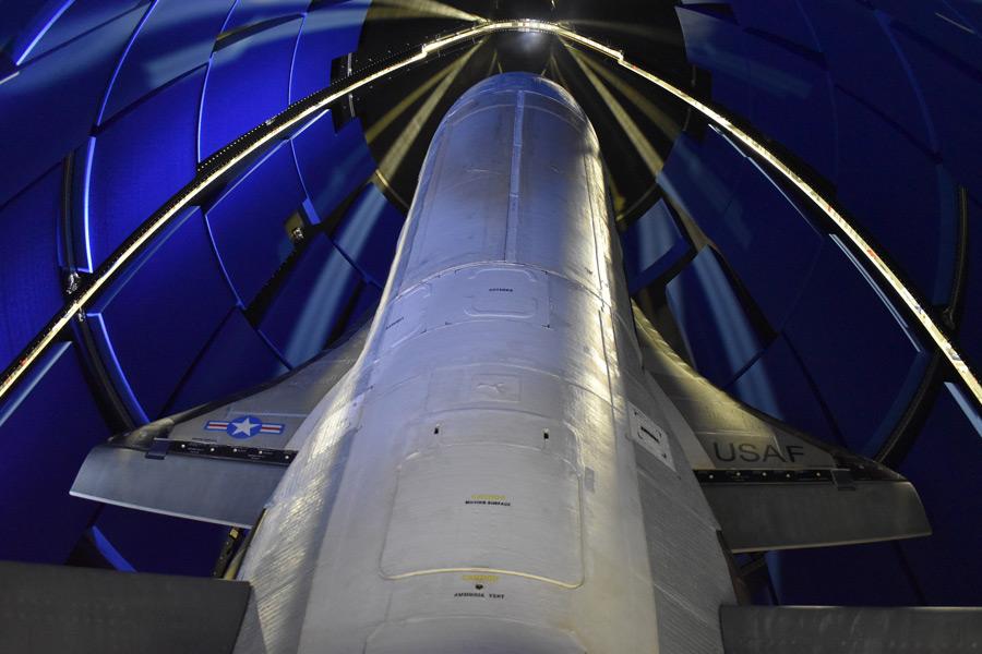 アメリカ宇宙軍のスペースシャトルX-37B 6回目の打ち上げ成功