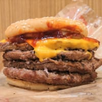 バーガーキングの肉の壁が進化!!「ストロング超ワンパウンド…
