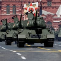 当時の戦車も大集合 ロシア「大祖国戦争」勝利75周年記念軍…