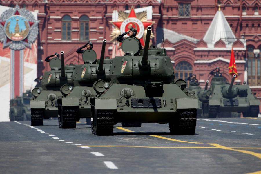 当時の戦車も大集合 ロシア「大祖国戦争」勝利75周年記念軍事パレード
