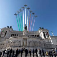 イタリア空軍曲技飛行隊 イタリア全土を巡る応援ツアーが首都ロ…