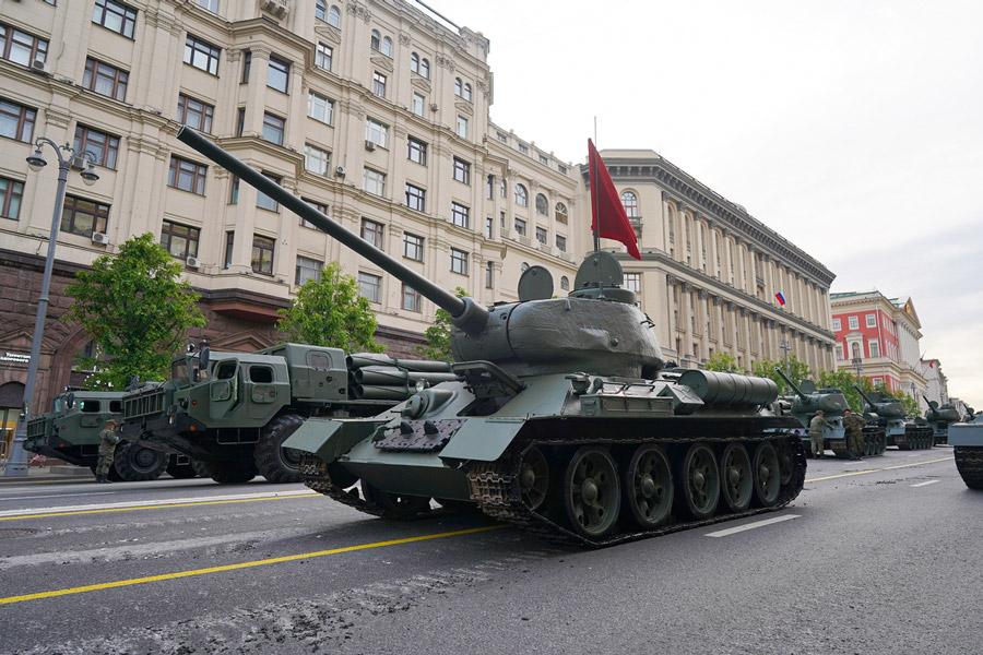 ロシア「大祖国戦争勝利75周年」記念軍事パレード 赤の広場でリハーサル