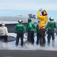 空母レーガンとニミッツ フィリピン海で共同訓練を開始