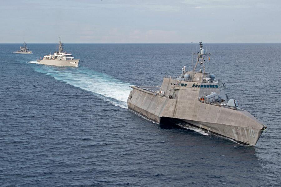 海上自衛隊練習艦隊 南シナ海でアメリカ沿海域戦闘艦と共同訓練