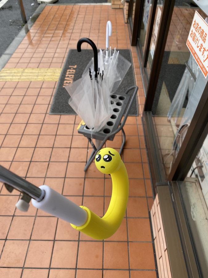 雨の日に盗られると「ぴえん」… パロディ傘の柄カバーが大反響