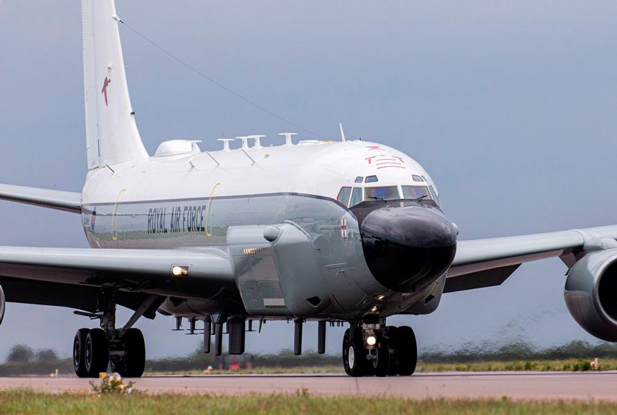 イギリス空軍電子偵察機リベットジョイント アップグレード1号機が任務復帰