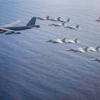 アメリカ 南シナ海での中国軍事演習を非難しつつ同日程で海空…