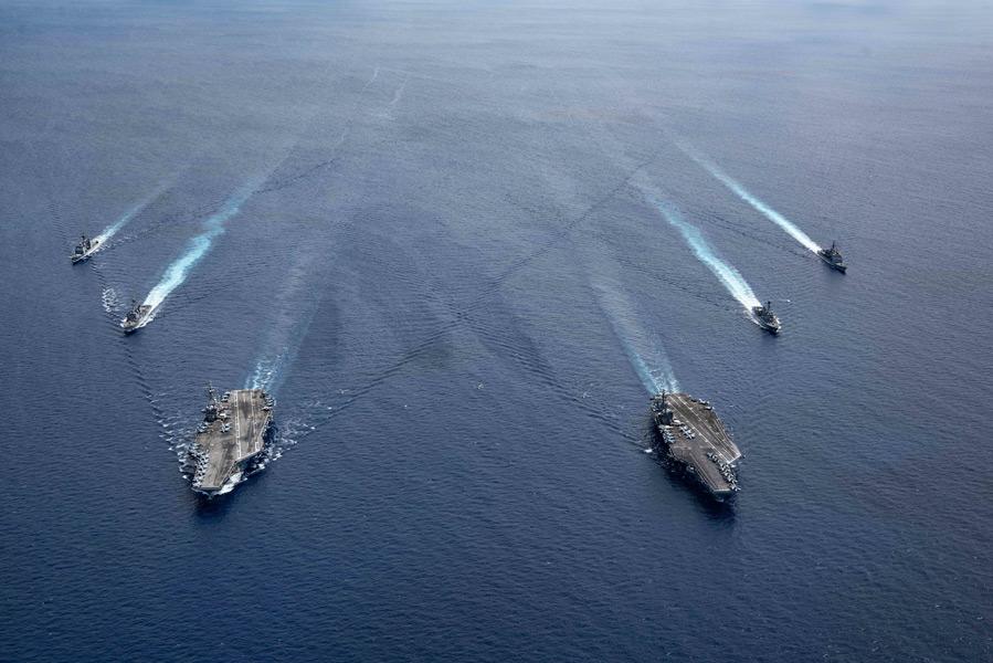 アメリカ空母ニミッツとレーガン 南シナ海で再度共同訓練