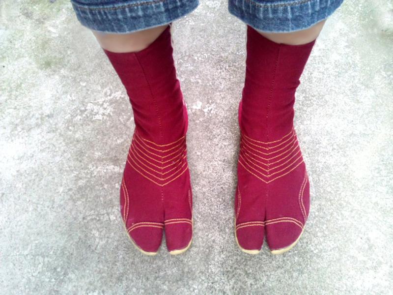 """日常生活に地下足袋を 足の悩みから""""脱靴""""をしてみたお話し"""