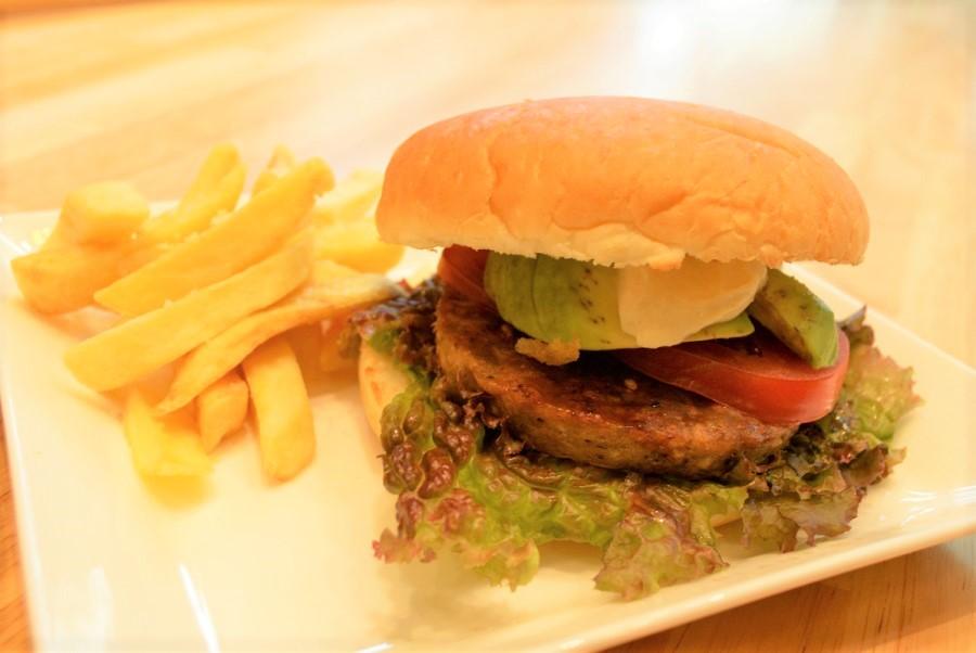 コメダ珈琲店の新ブランド「KOMEDA is □」試食会に行ってきた コンセプトは 「お肉を休む日を、つくろう。」