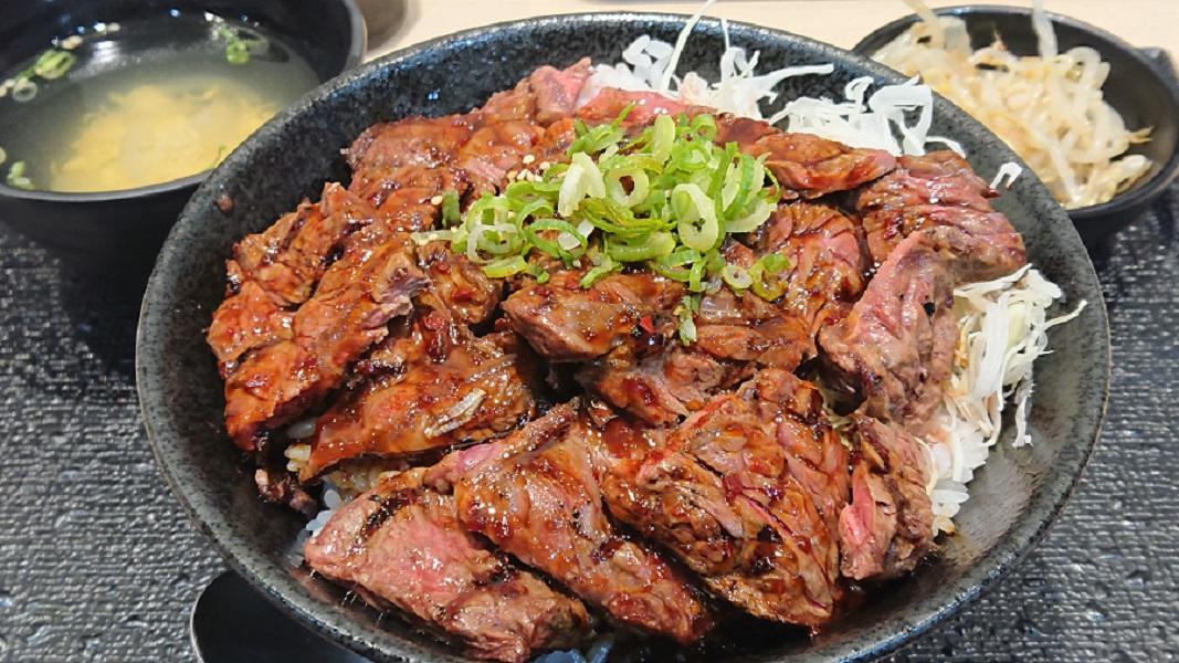 「肉丼専門店 肉劇場」が肉2倍キャンペーン開催 最高のコスパにスタンディングオベーション