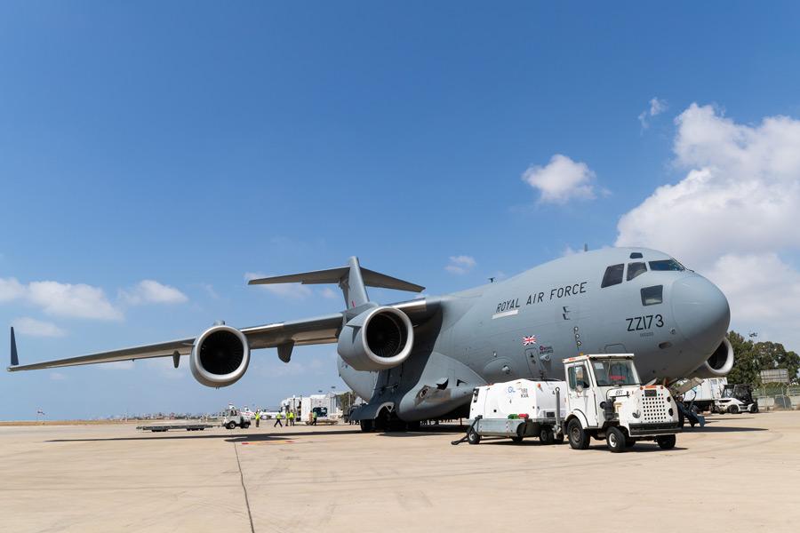 イギリス空軍 爆発事故のベイルートへ医療物資を空輸