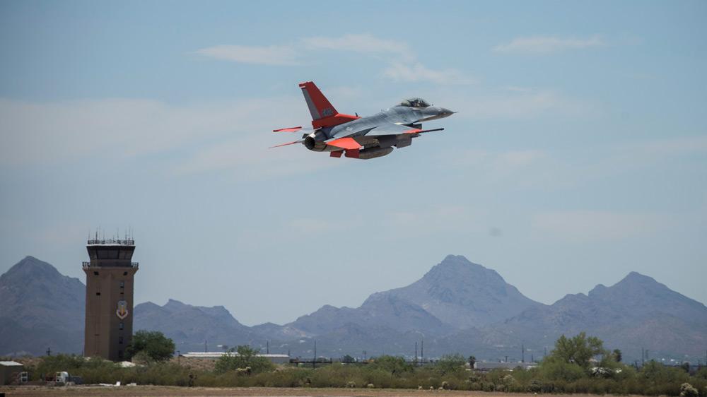 ボーイング アメリカ空軍と協力してF-16の無人標的機改修を実施