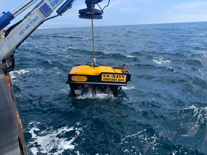 アメリカ海兵隊AAV7海没事故 海底で事故車両を発見 回収作業へ
