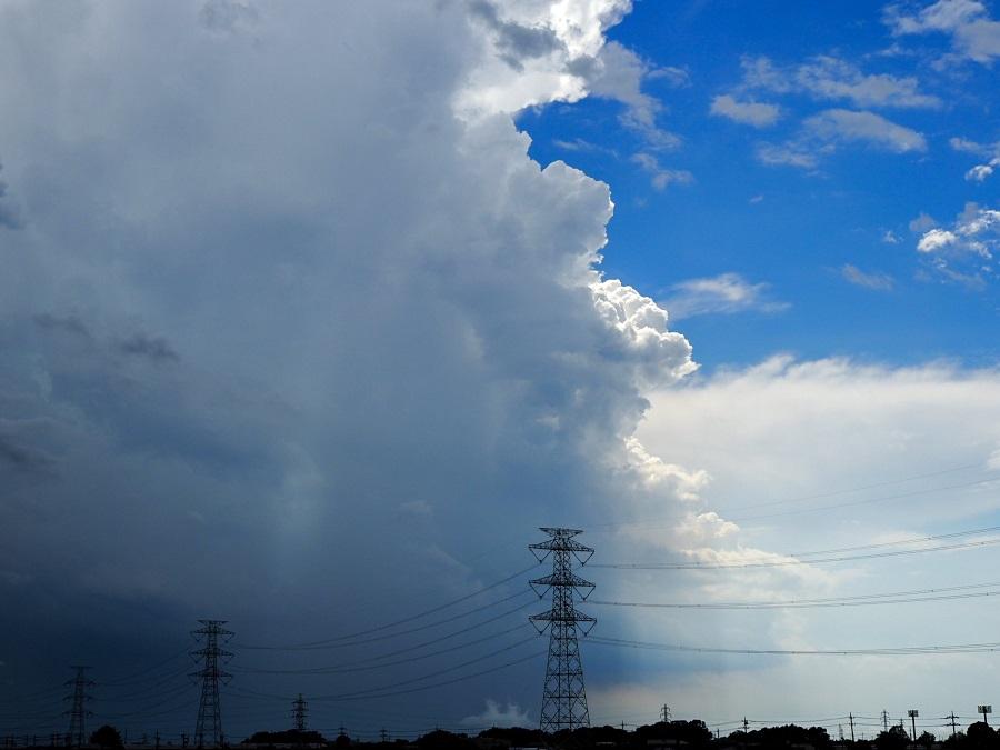 リアル天気の子?ゲリラ豪雨の空の境界を激写