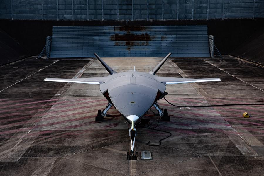 エンジン試験場でのロイヤル・ウィングマン試作1号機(Image:Boeing)