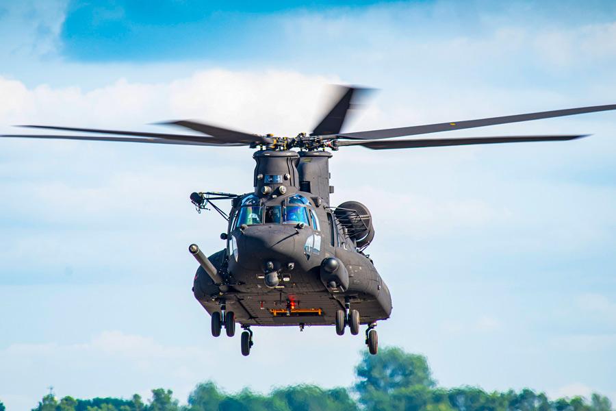 アメリカ特殊作戦軍 新輸送ヘリコプターMH-47GブロックIIを受領