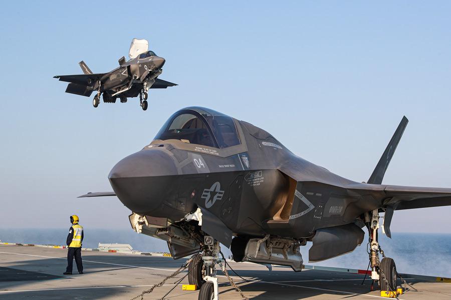 アメリカ海兵隊F-35B イギリスF-35Bと空母クイーン・エリザベスで訓練へ