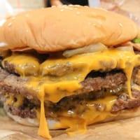 マキシマム超ワンパウンドビーフバーガー食べ放題イベント「マ…