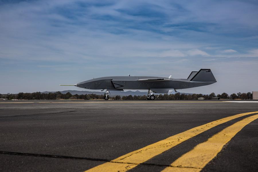 ボーイングの戦闘機連携ドローン「ロイヤル・ウィングマン」地上走行試験開始