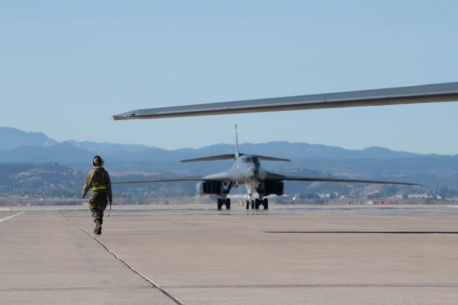 アメリカ空軍爆撃機と航空自衛隊戦闘機が共同訓練 依然月2回ペースを維持