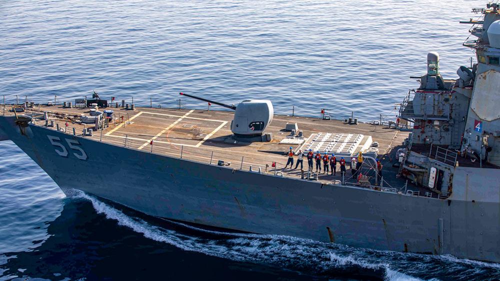 アメリカ駆逐艦スタウト 215日の無寄港航海記録を樹立してスペインに入港