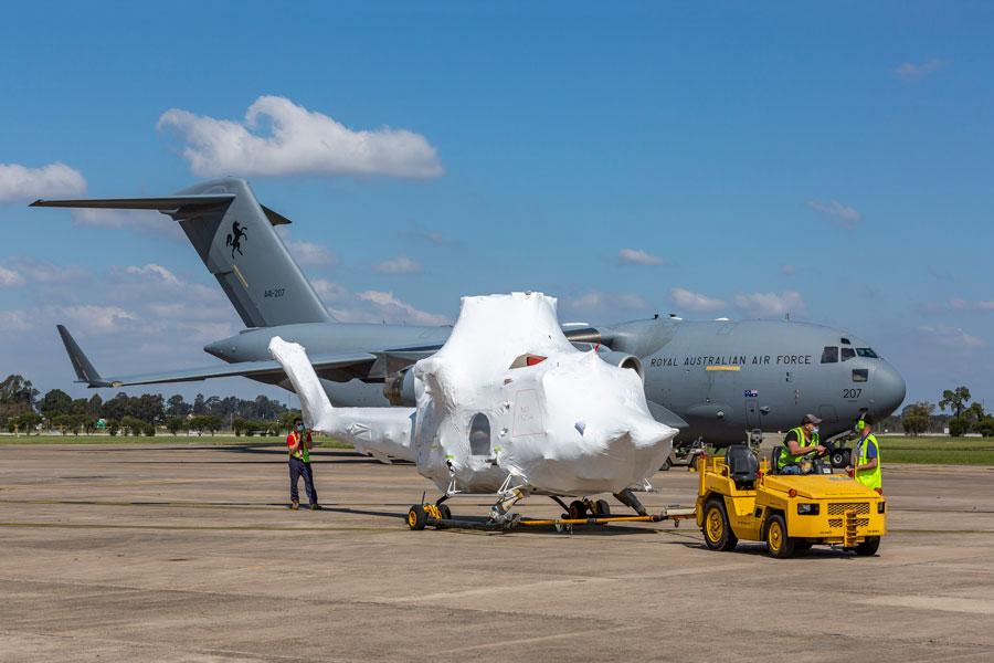 オーストラリア消防局 山火事に備えカナダからヘリコプターを補充
