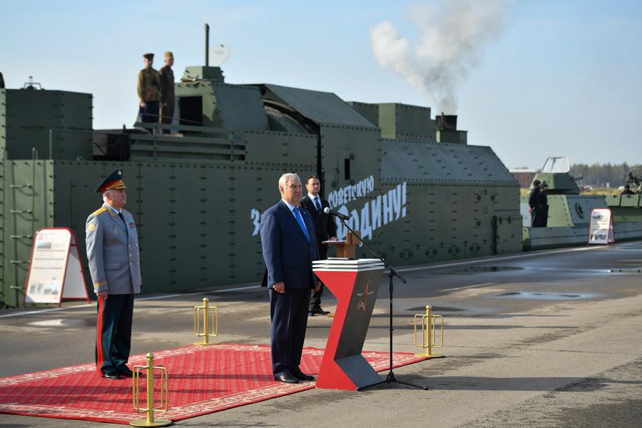 第二次大戦中のソ連装甲列車BP-43のレプリカ完成 モスクワ愛国者公園に展示