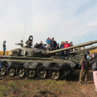 ロシアで一般公開イベント「ウラル戦車フェスティバル」開催 …