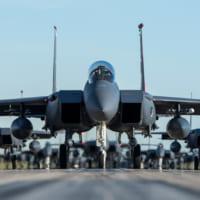アメリカ空軍F-15E 新型精密誘導爆弾「ストームブレイカー…
