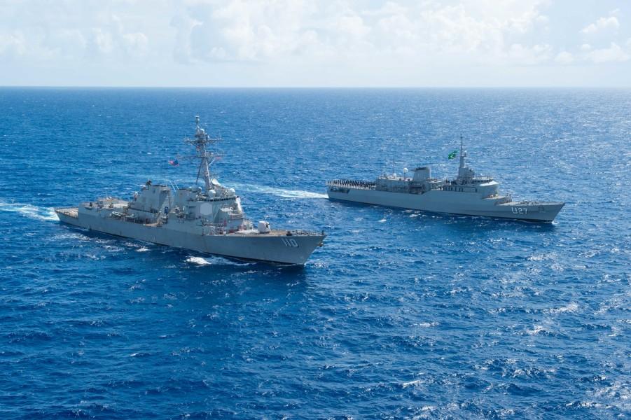 アメリカ駆逐艦 ブラジル練習艦とカリブ海で共同訓練