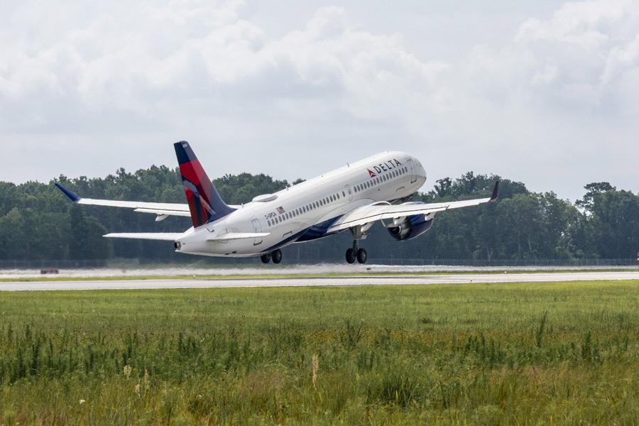 エアバスA220 アメリカ組み立て1号機がデルタ航空へ納入