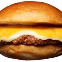 肉1.5倍&チーズ2倍!ロッテリアが「ごちそうワイド絶品チ…