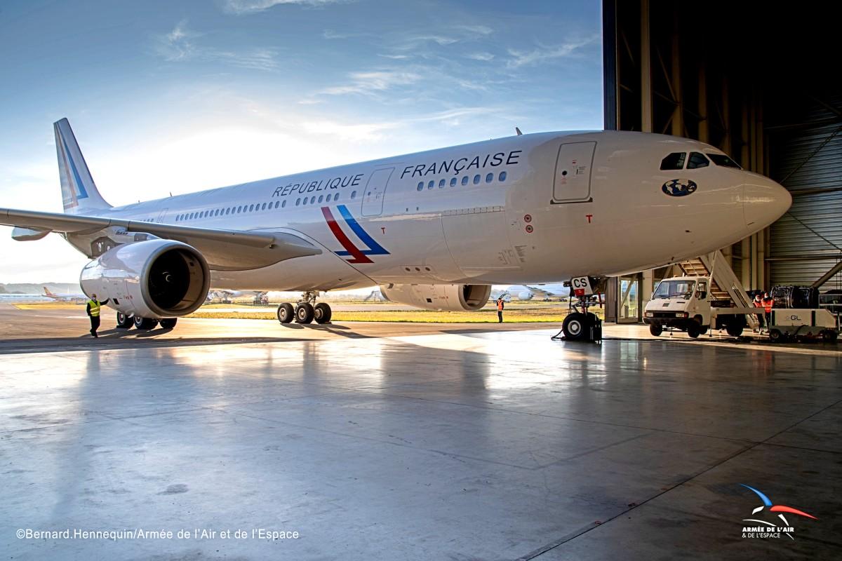 フランス航空宇宙軍 フランス政府塗装のA330-200初号機を受領