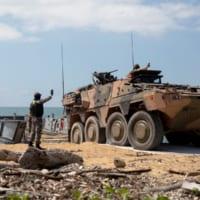 オーストラリア陸軍ボクサー偵察戦闘車 上陸訓練で運用試験を…