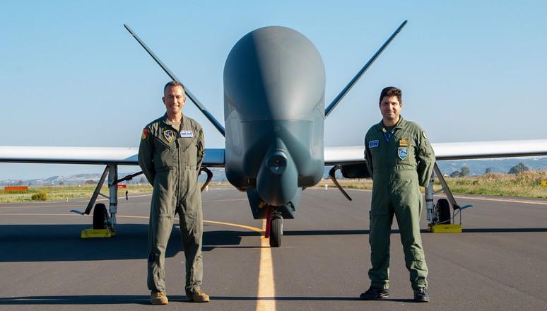 NATOの無人偵察機RQ-4Dフェニックス 最終5号機がイタリアに到着