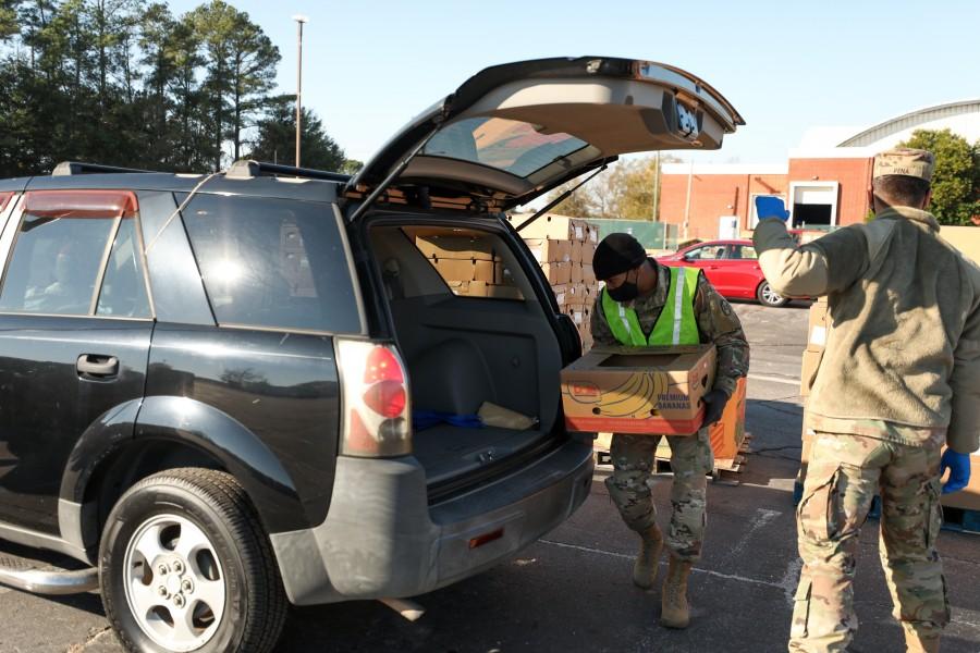 アメリカの州兵が感謝祭恒例「幸せのおすそ分け」活動を実施
