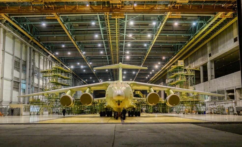 ロシア軍向けの最新大型輸送機Il-76MD-90Aの1号機が完成