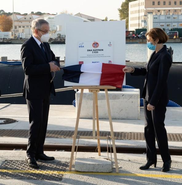 フランス最新原子力潜水艦シュフラン 正式に就役